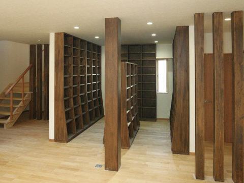 5、味のある造作本棚